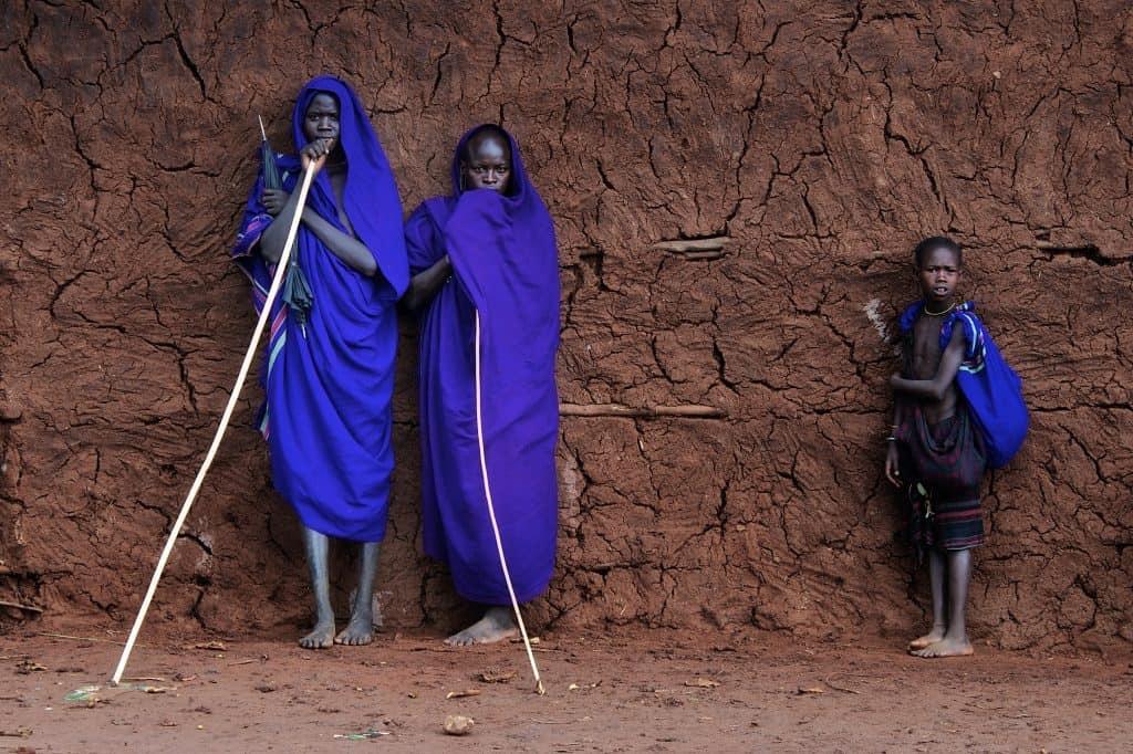 Suri tribe waiting